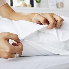 Sweetnight Lot de 2 protèges oreillers imperméable lavable à 90°c QUALITE PLUS (Blanc)